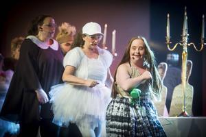 Här är Ida Johansson längst till höger som sin karaktär Alice. En tjej som är misstänkt lik Lisbeth Salander från Millennium-trilogin.