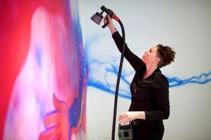 Graffitikonstnären Carolina Falkholt pratar om en minsta urbeståndsdel, som hon använder för att bygga upp sin bildvärld.