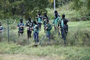 Torsåkers supportrar maskerade sig innan bengalbränningen innan seriefinalen och derbyt borta mot Gestrike/Hammarby.