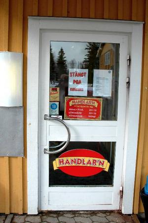 Stängt. Ett stängd dörr med beskedet att butiken gått i konkurs mötte de Garpenbergsbor som hade tänkt handla på tisdagen.