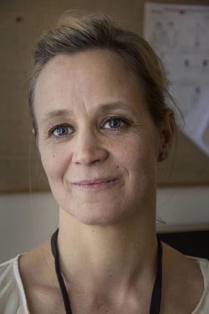 – Asylsökande flyr från en kris och lever fortfarande i en kris när de kommer hit och väntar på sitt besked. Det kräver mycket empati och respekt av personalen som möter dem, säger Jennie Blomstrand.