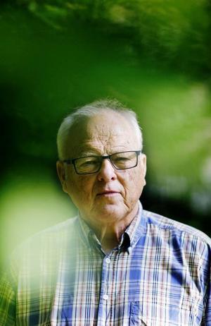 ÖP:s förre sportchef Thord Eric Nilsson berättar om livet med en anhörig som drabbats av alzheimer.