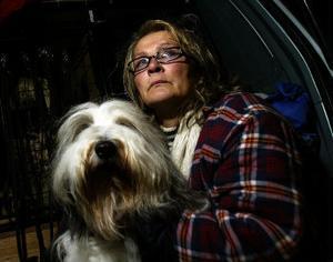 Mereta Nydal med en av sina hundar.