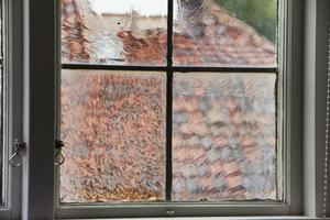 Hanblåst glas i gamla fönster.