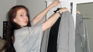 Dresskod. Arbetet som croupier kräver särskilda kläder.
