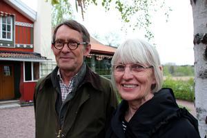 Torsten Gunnarsson och Ulla Eliasson, författare till nya boken  om Carl Larssongården.
