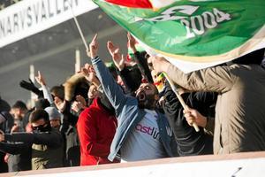 Dalkurds supportar ser ut att få följa sitt lag i Gävle under 2018. Foto: Stina Rapp.