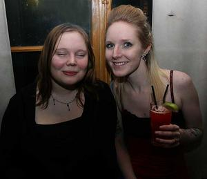 Blue Moon Bar. Louise och Martina