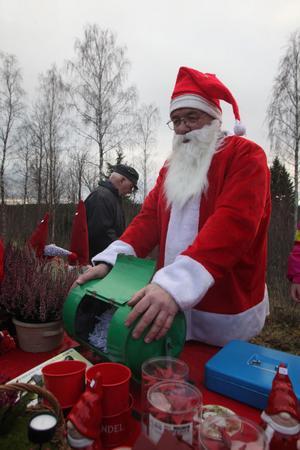 Tomten Börje Andersson spred julstämning på marknaden