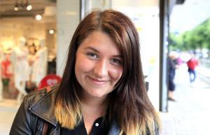 Anna Malm, 17 år, tror att många ungdomar dricker för att må bättre. Hon menar att UNF skulle kunna engagera fler ungdomar om organisationen var mer synlig och anordnade resor till Göteborg eller Stockholm.