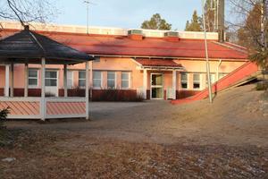 VIKSJÖFORS SKOLA (F-6) 48 eleverAlternativ 1: Oförändrat. Alternativ 2: Oförändrat. Alternativ 3: Stänga Viksjöfors skola och/eller ytterligare en skola.