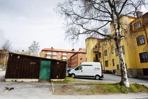 Här, vid korsningen Köpmangatan och Brunnsgränd i Östersund, ska ett nytt trevåningshus byggas. Foto: Ulrika Andersson