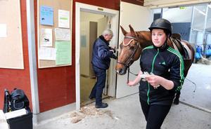 På onsdagen undersökte polisens tekniker den uppbrutna dörren till Nytorps sadelkammare.