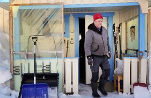 Max-Olov Långström jagar och fiskar året runt. Det har inneburit att familjens matförråd är stort.