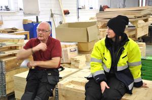 Lorentz Gilliam och Malin Pettersson i den lokala fackklubben av GS-facket berättar att stämningen på fabriksgolvet är dämpad.