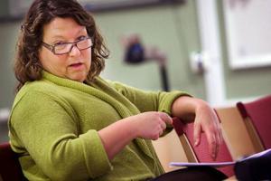 """Eva Hellstrand (C) basar för kommunstyrelsen i Åre, som är kommunen med flest politiskt engagerade småbarnsföräldrar. Däremot har de minst antal kvinnliga politiker, jämfört med övriga kommuner. """"Men på ledande poster är vi jämnt fördelade"""", säger hon.  Foto: Håkan Luthman"""