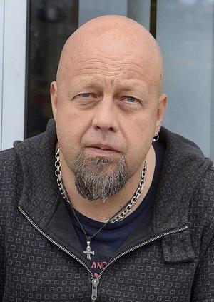 Bengt Persson, Slink In är glad åt initiativet.