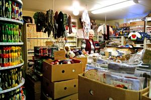 Utförsäljning. Hagars garnkällare säljer ut för att stänga. Här finns bland annat 482 nyanser av molinegarn, berättar ägaren Hagar Karlsson.