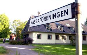 Gustafs kassaförening har ägnat sig åt in- och utlåning i 145 år och har alltid haft en bra ekonomi. Men nu gör nya regler det omöjligt för dem att fortsätta.