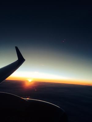 En fantastiskt vacker solnedgång som jag lyckades fånga på bild från planet.