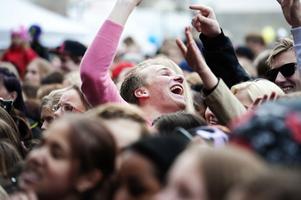 Det var mycket folk - och mycket glädje - på torget.