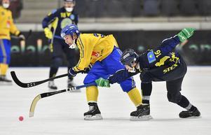 Christoffer Edlund mot Kazakstan i gruppspelet.