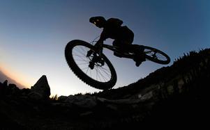 Uppkopplad sport. Upplevelsen på cykellederna ska breddas, med internet. Det ska tävlas på olika delsträckor på lederna, och cyklister ska skicka fotografier från sina cykeläventyr till den nya webbsidan för Bergslagen cycling i Örebro län.