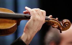En violinist stämmer Londonoperan sedan han fått bestående hörselskador. Arkivbild.