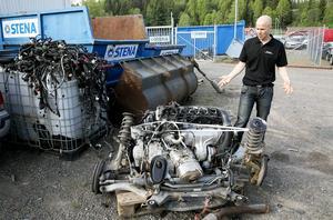 Dieselmotorn till en Volvo V70 var såld och Norgren konstaterade att för en som kan sin sak går det fort att byta en komplett motor.