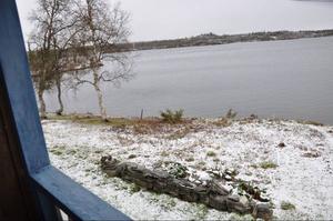 Tillfrågad om byns själ pekar Jon Paul Persson ner mot Hosjön där renarna passerar på sina flyttningar varje år.