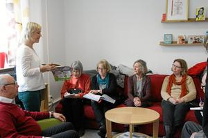 På lätt svenska. Läraren Britt-Marie Gunnarsson berättade för nio ideellt arbetande svensklärare om hur Språkverkstan jobbar.
