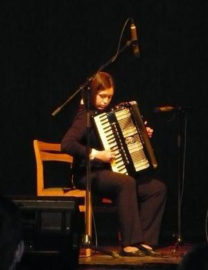 Dragspelaren Anna Sidorenko spelar på Ånns värdshus den 23 november.