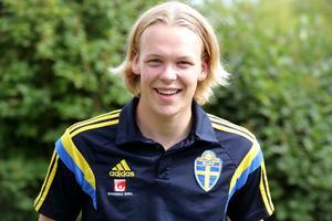 Härnösandsmålvakten Jack Eriksson född 1999, spelar sedan i höstas i GIF Sundsvall. Nu har han varit på landslagsläger.