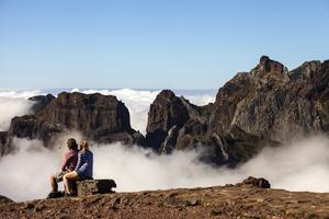Från Pico do Arieiro kan man vandra till öns högsta topp Ruivo om man har gott om ork.