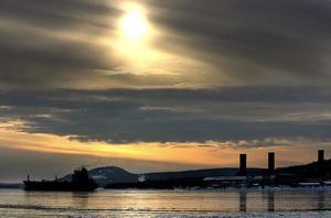 Oljetankern Kiisla lämnar Sundsvall för den här gången.