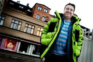 TÄNK POSITIVT! Mats Karlsson i Gävle har gjort det igen. Sagt upp sig och gjort sig arbetslös. Men, bara till i måndags då han började jobba som grupp- och samtalsledare för omställningsförsäkrade varslade (TSL) hos Utvecklingshuset i Gävle.