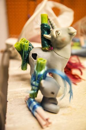 I ponny-spat kan hästarna exempelvis tvättas och få nytt och välfriserat hår.