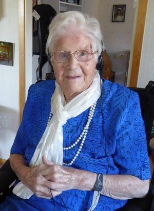 Marta Hedin firade sin 100-årsdag med barn, barnbarn och barnbarns barn. Och ett kungligt telegram.