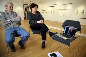 Lars, Kristina och Ulrika via Skype från Rättvik i samtal om utställningen i Orsa.