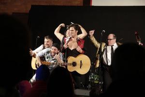 Lars Vegas Trio spexade, skämtade och roade.