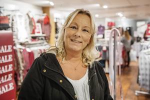 Pia Artursson, Härnösand   – I dag följer jag bara med min dotter som ska köpa en resväska.