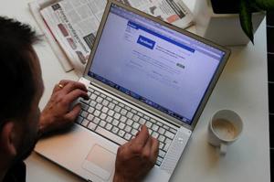 För att behålla säkerheten för landstinget datanätverk så stängs tillgången till internetsajten Facebook av på landstingets datorer. Risken finns att den infekterar datorerna.
