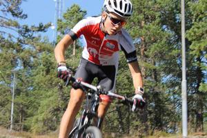 Anton Niederbach har provat många sporter. Mountainbike blev nummer ett och Niederbach har tagit stora kliv den här säsongen.