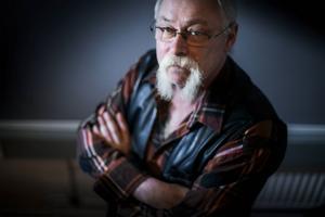 Mustaschen är åter på allas läppar. Efter åratal av diverse trendiga skägg har mustaschen kommit till heders. Gunnar Berglund i Sollefteå är en av många som förvaltar traditionen med en mustasch – som faktiskt är ett resultat av Försäkringskassans omorganisation.