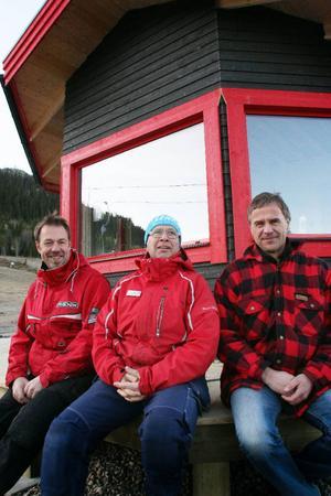 Eldsjälstrion i Klövsjö väntar på snön. Fr. v. Per Racas, Stefan Nyberg och Torgny Svensson.