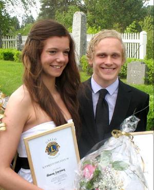 Hanna Larsson och Gabriel Löneborn fick Gällö Lions kamratstipendium vis skolavslutningen i Revsunds kyrka