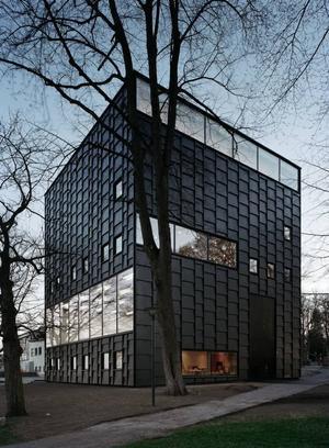 SPÄNNANDE ARKITEKTUR. Det är inte bara museernas mer samtida innehåll som lockar besökare. Även själva byggnaderna är sevärdheter i sig. Som Kalmar konstmuseum (ovan)  och Moderna museets filial i Malmö (nästa sida).