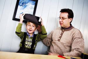 Tobias Bertilsson gjorde tillsammans med sin farbror Örjan Bertilsson en karolinerhatt.