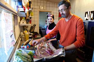 Rawan Alhaj förberedde lunchbuffén tillsammans med sin pappa Walid Alhaj.