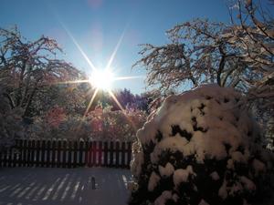 Solen bildade fina regnbågsfärger i snön!